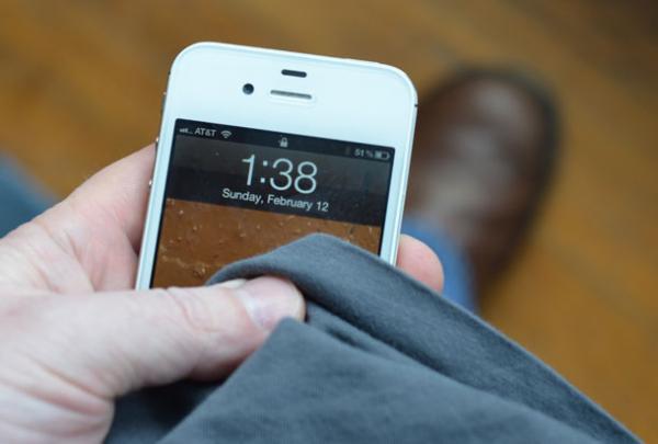 cómo limpiar un teléfono móvil