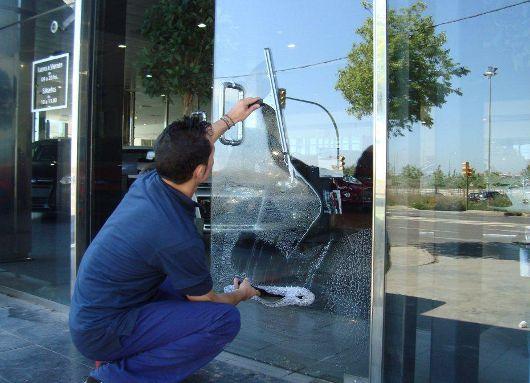 cómo limpiar un escaparate de una tienda