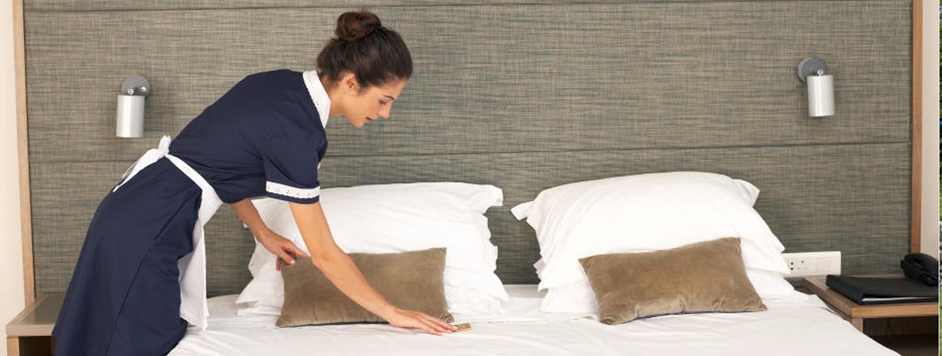 cómo limpiar la habitación de un hotel