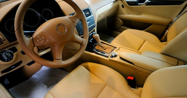 Cómo limpiar los asientos de cuero del coche