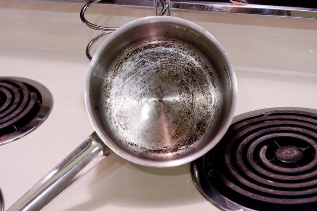 cómo eliminar grasas de la olla