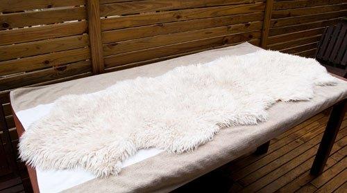 cómo limpiar una alfombra de piel de oveja