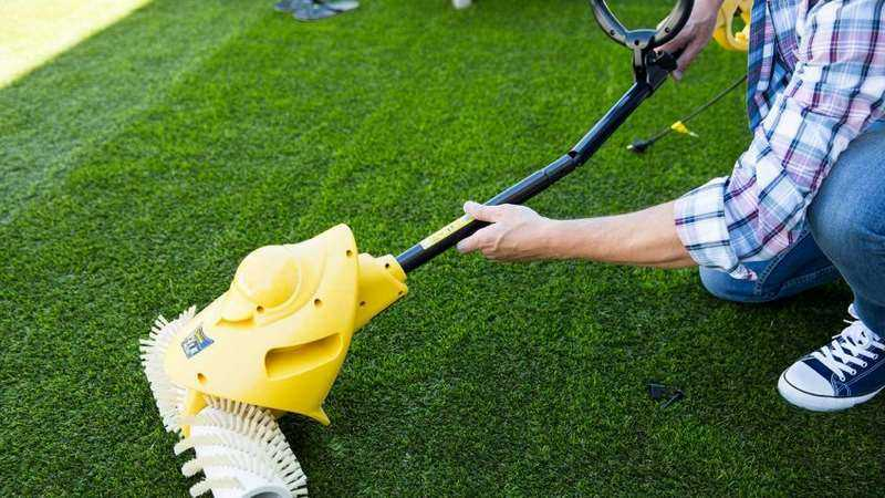 cómo limpiar el césped sintético o artificial