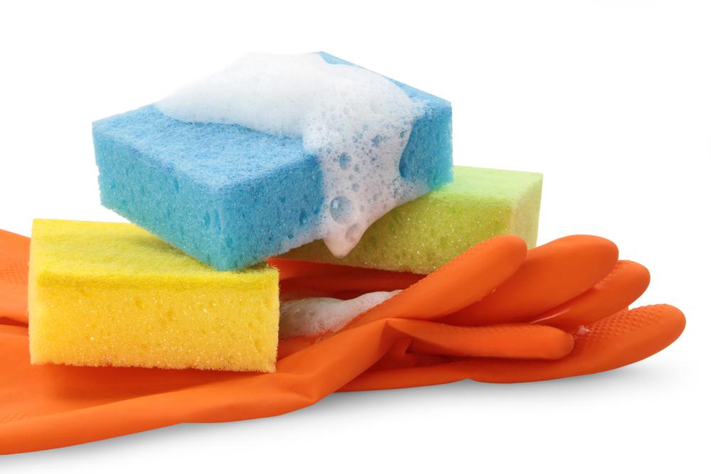 Cómo limpiar las esponjas y rejillas de cocina