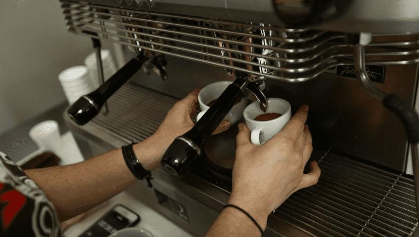 cómo limpiar máquinas de café expreso