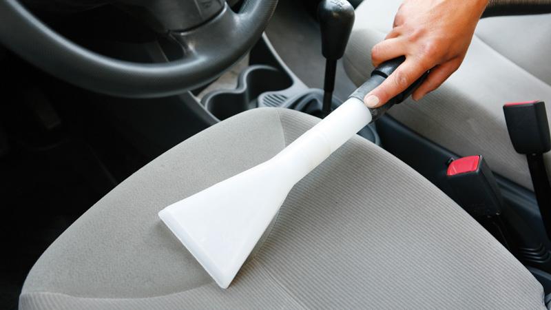 Cómo limpiar los asientos del coche