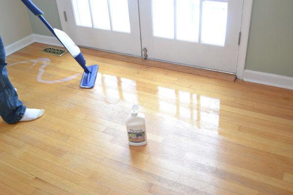 cómo limpiar el parquet para que brille