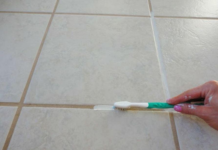 Cómo limpiar las juntas del suelo