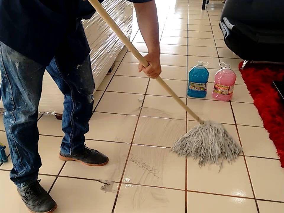 Cómo limpiar pisos de cerámica porosos