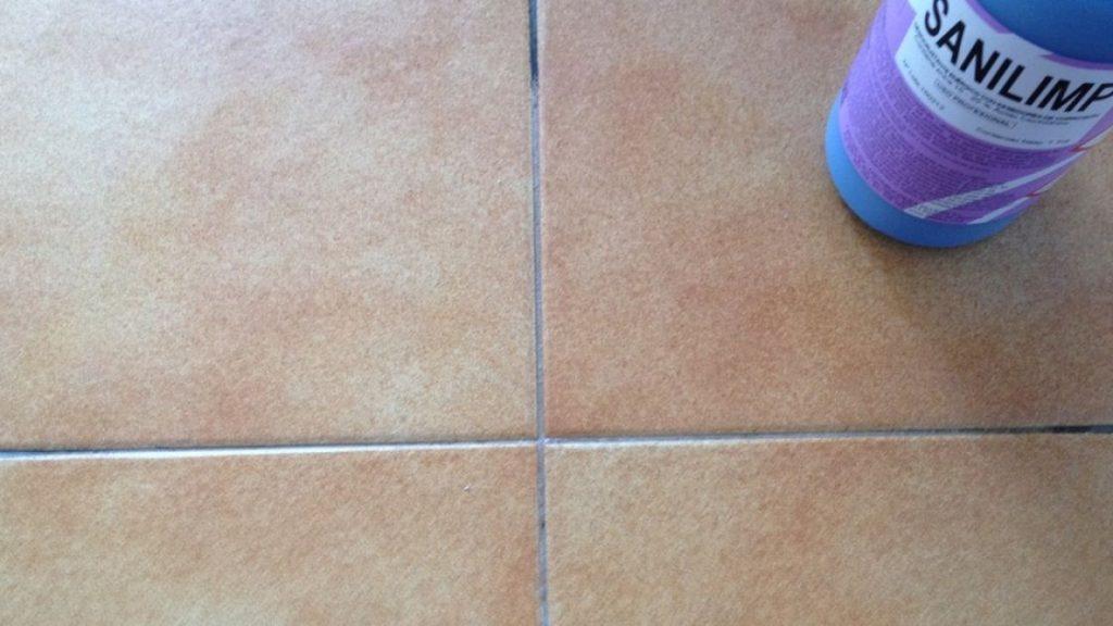 Limpiar juntas del suelo sin esfuerzo