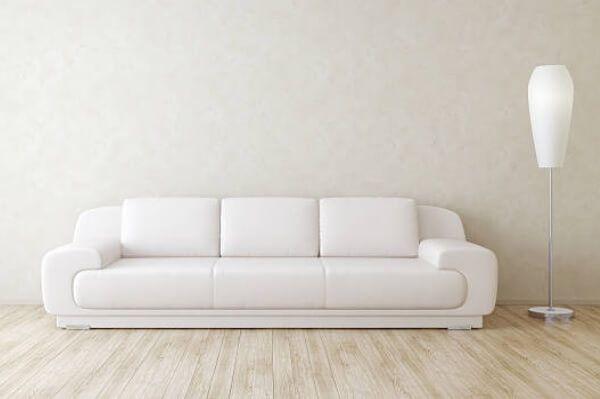 Cómo limpiar un sofá de piel blanco