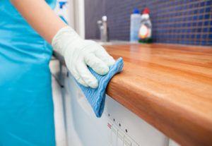 Cómo limpiar los muebles de cocina de madera