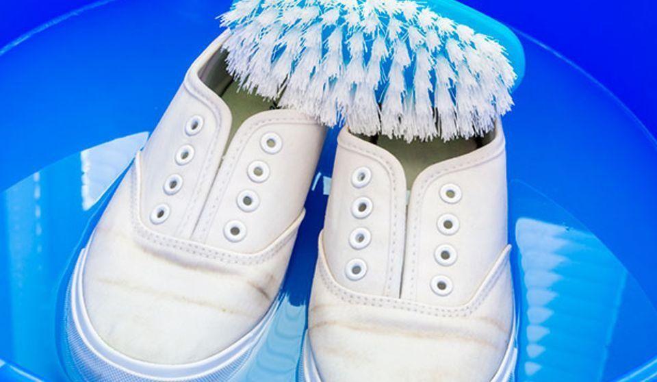 Cómo limpiar zapatillas blancas de tela